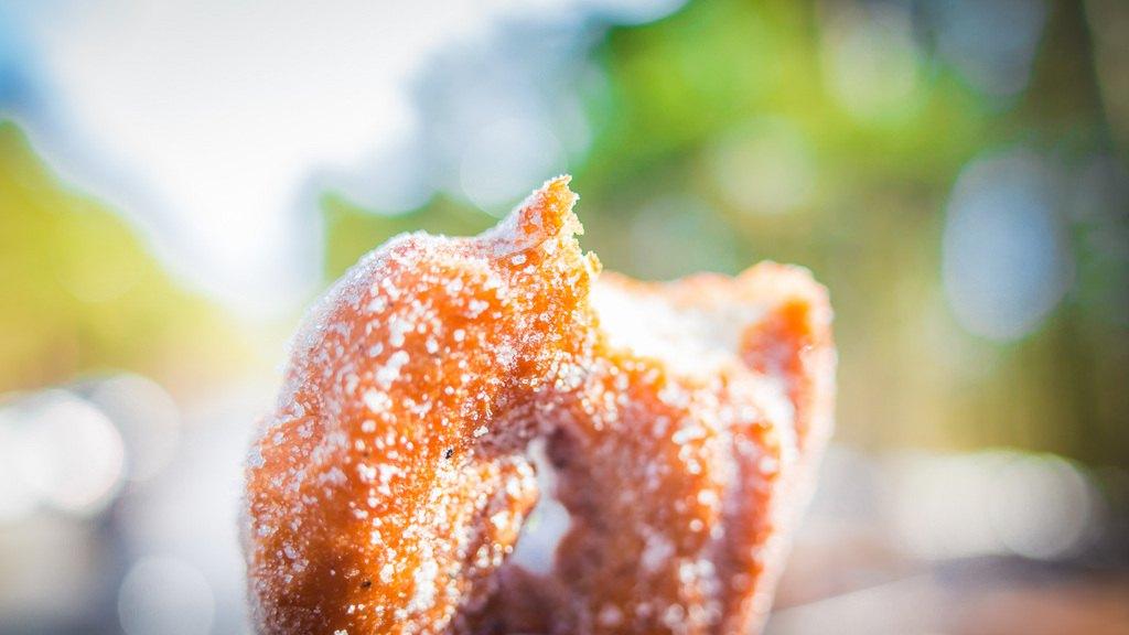 Пончик в кафе у башни Pyynikki. Фото: Visit Tampere / Laura Vanzo