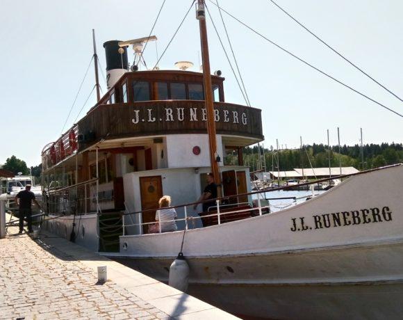 Старинный теплоход J.L. Runeberg